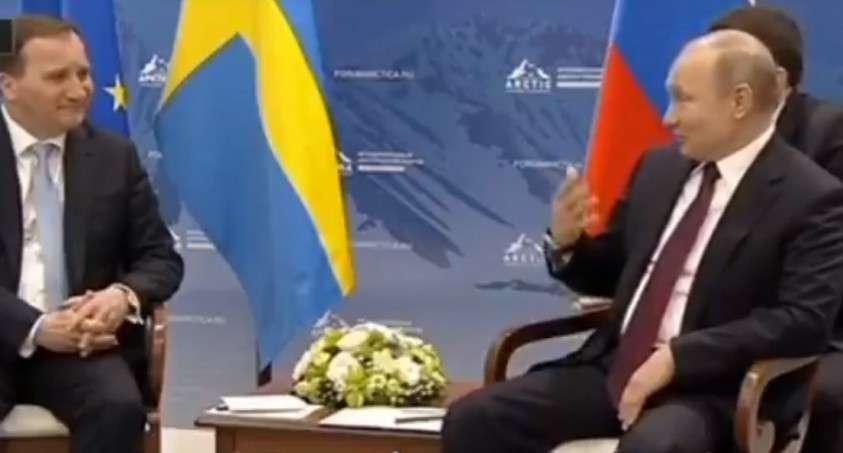 Путин  опять  поразил – он, оказывается, внимательно  слушает, что  щебечет  переводчик!