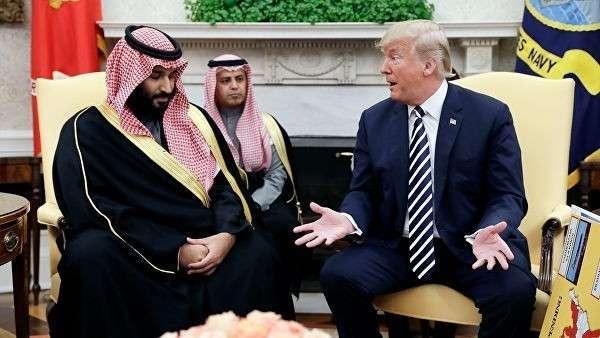 Президент США Дональд Трамп и наследный принц Саудовской Аравии Мухаммед бен Салман во время встречи в Белом доме в Вашингтоне. Архивное фото