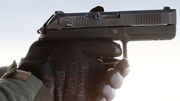 Испытание на полигоне самозарядного пистолета Удав. Архивное фото