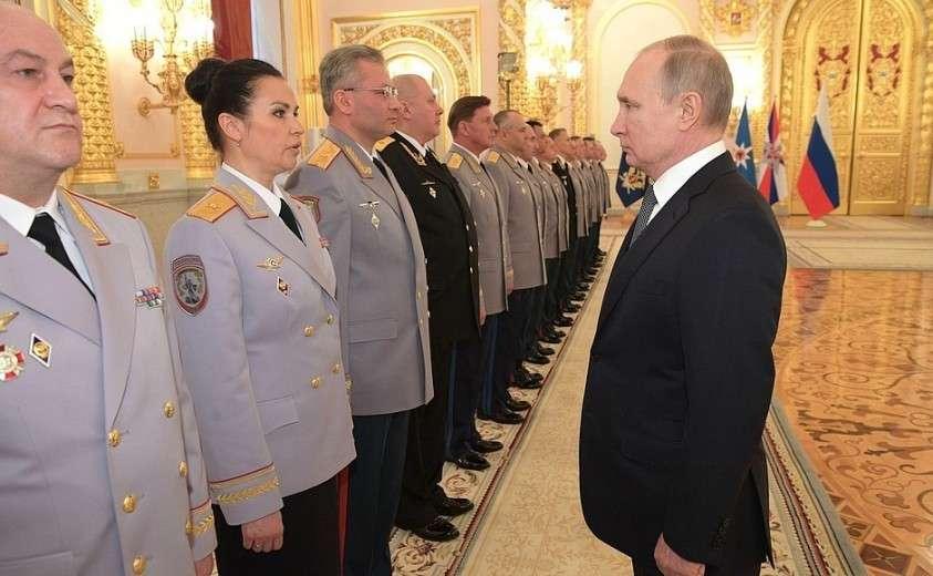 Церемония представления офицеров, назначенных на высшие командные должности.