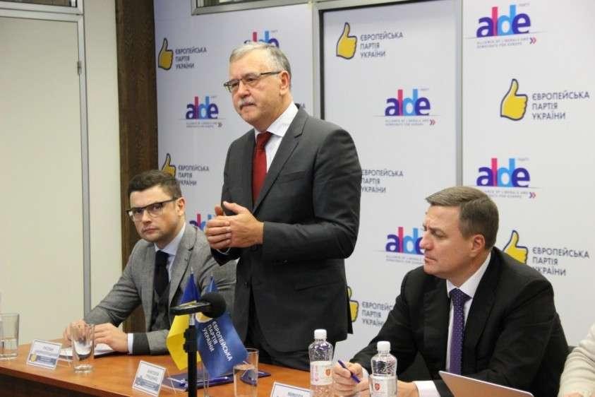 Россия объявила экс-министра обороны Украины Анатолия Гриценко в розыск за призыв к терроризму