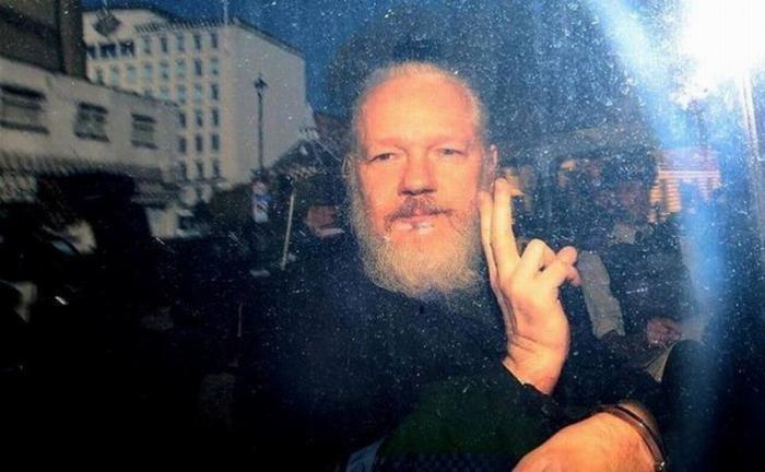 Джулиан Ассанж и Эдвард Сноуден. Два мира: ложь и Правда