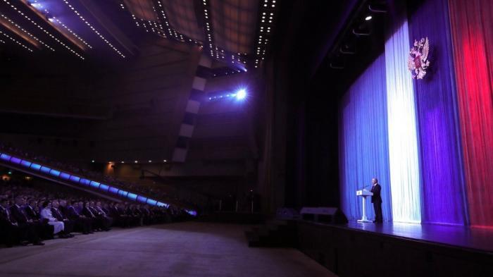 Владимир Путин выступил на торжественном вечере, посвящённом Дню космонавтики