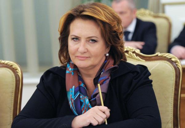 Елена Скрынник навсегда покинув Россию улетела в Швейцарию и прихватила в клювике 4,5 миллиарда