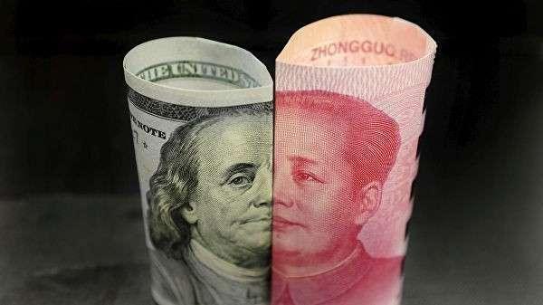 Банкноты американского доллара и китайского юаня