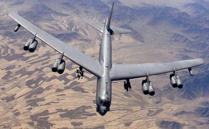На фото: B-52H в небе Афганистана, 2006 год
