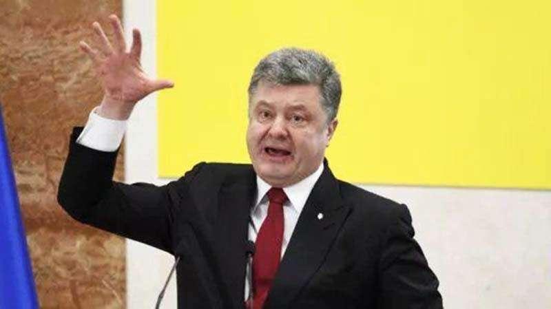 Странные танцы Порошенко на дебатах в «Олимпийском» попали в Сеть (ВИДЕО)
