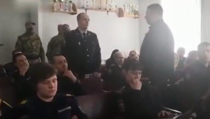 В Хабаровске задержали высокопоставленного полицейского во время лекции о борьбе с коррупцией