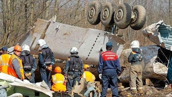 Спасательные службы на месте крушения польского правительственного самолета Ту-154 под Смоленском