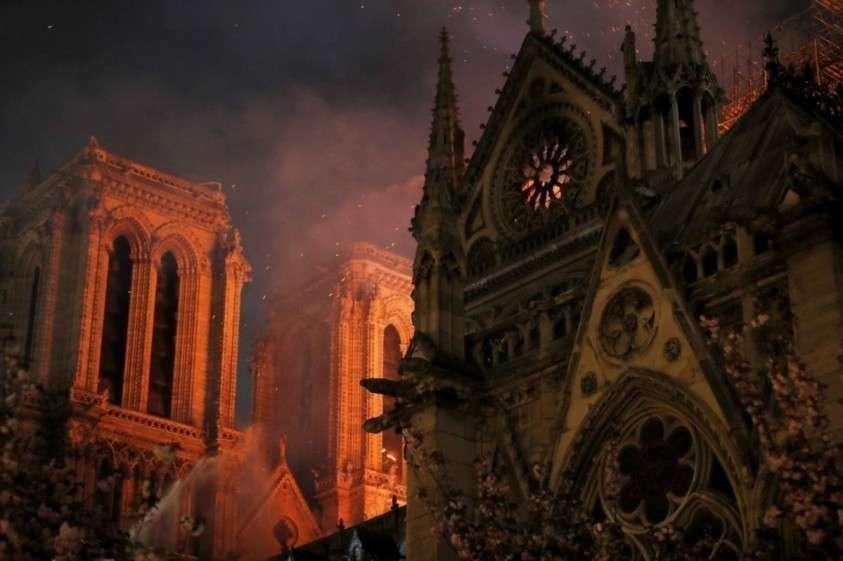 Гибель Нотр-Дама на католическую Страстную  – плохой знак для Европы.