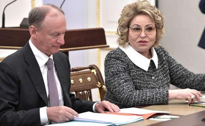Секретарь Совета Безопасности Николай Патрушев и Председатель Совета Федерации Валентина Матвиенко перед началом расширенного заседания Совета Безопасности.