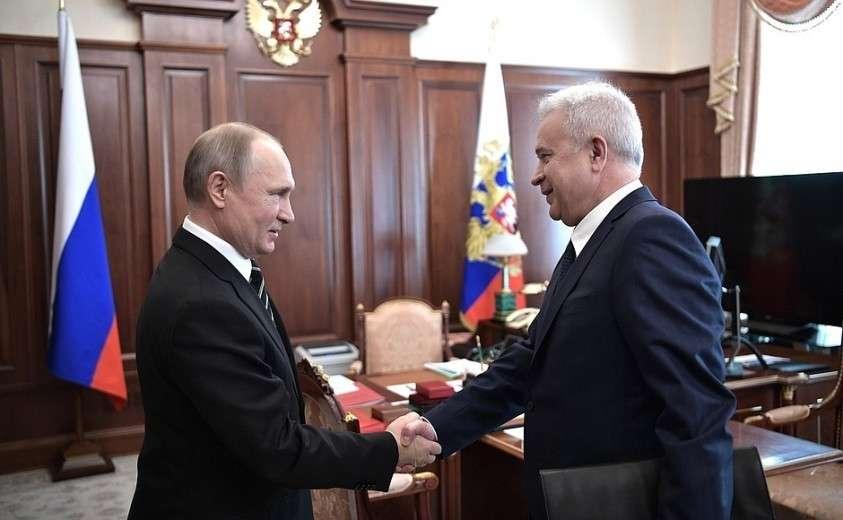 С президентом компании «ЛУКОЙЛ» Вагитом Алекперовым.