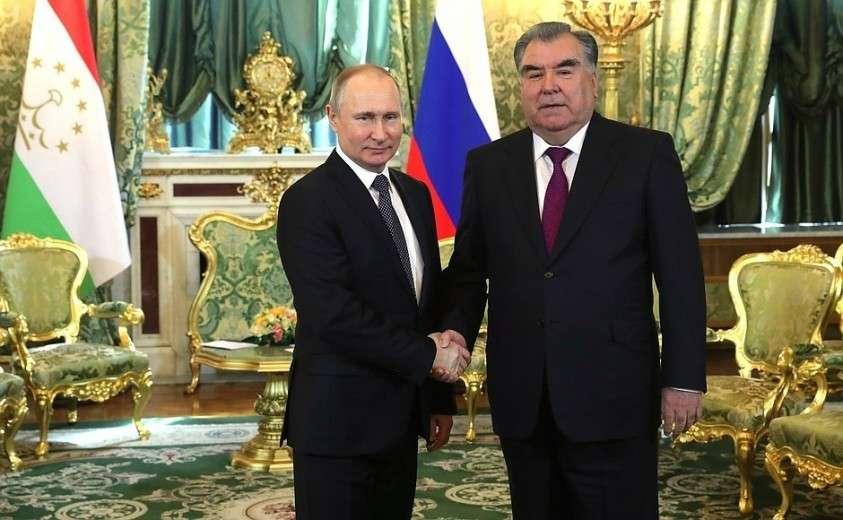 С Президентом Таджикистана Эмомали Рахмоном.