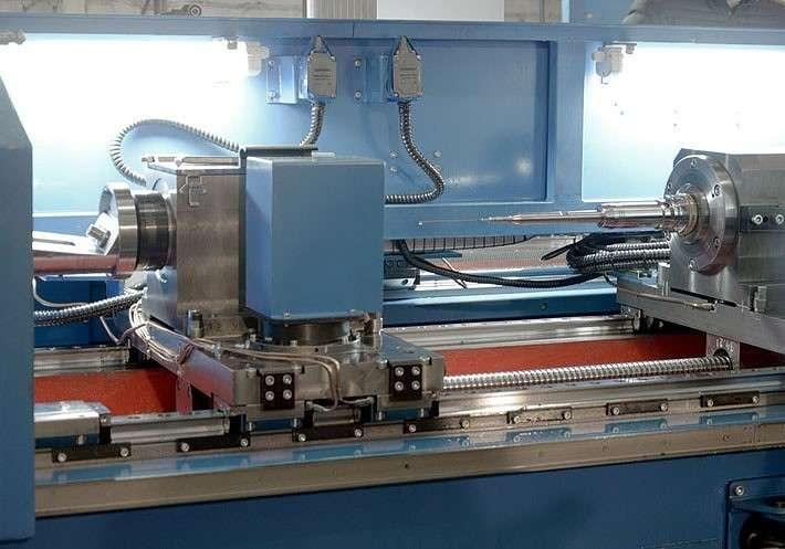 Маслоприемник и бабка инструмента с установленным сверлом диаметром 1,8 мм