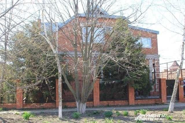 Дом Аметова, где 4 ноября 2010 года произошла трагедия, сегодня продают за 7 млн рублей.
