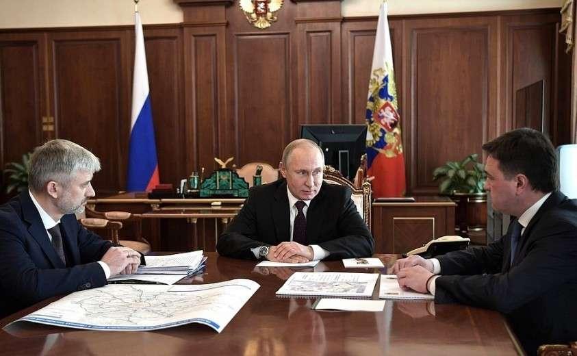 С Министром транспорта Евгением Дитрихом (слева) и губернатором Московской области Андреем Воробьёвым.