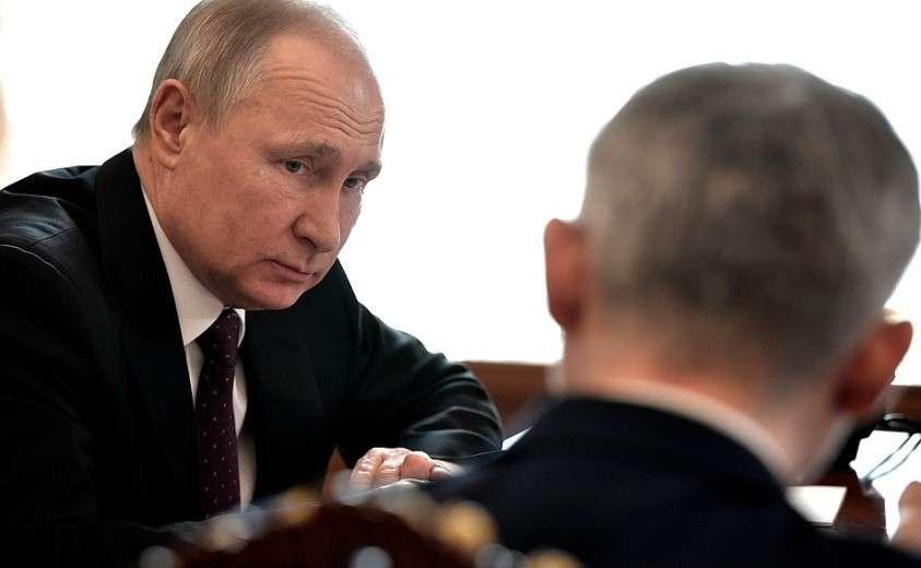 На рабочей встрече с Министром транспорта Евгением Дитрихом и губернатором Московской области Андреем Воробьёвым.