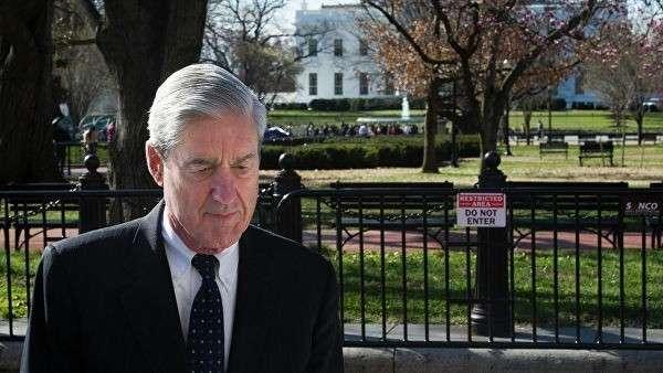 Роберт Мюллер у здания Белого дома в Вашингтоне. Архивное фото
