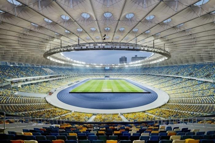До битвы Зеленского и Порошенко на стадионе остаются считанные часы