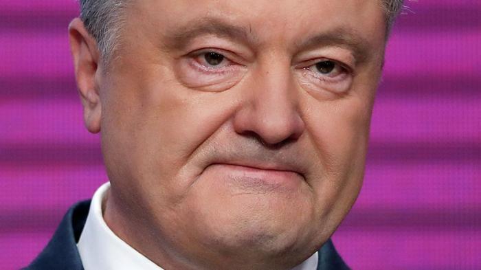 Порошенко со слезами на глазах попал на видео: Боже храни Украину!