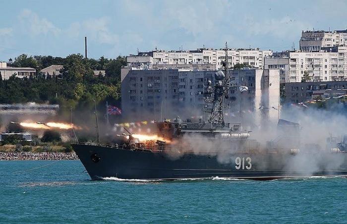 Сирийские суточные проплыли мимо моряков ВМФ России