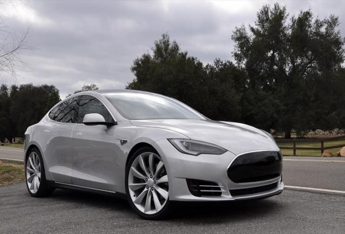 Взрыв автомобиля Тесла на парковке в Китае попал на видео