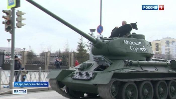 Под Екатеринбургом на репетиции Парада Победы зрители увидели раритетные танки