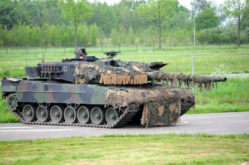 Танковый кулак НАТО против танкового кулака России. Кто сильнее?