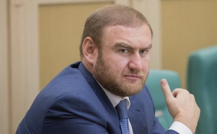 Суд арестовал имущество и деньги Рауфа и Рауля Арашуковых