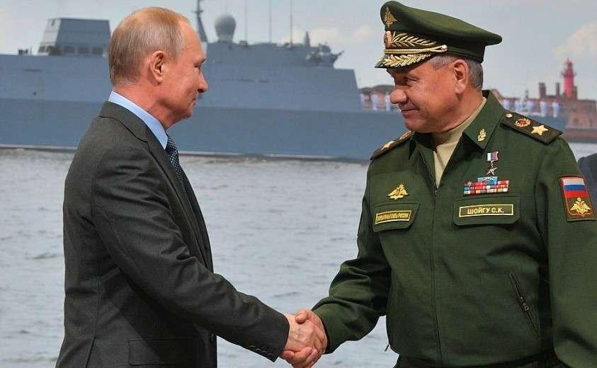 С Министром обороны Сергеем Шойгу на торжественной церемонии закладки на «Северной верфи» двух серийных фрегатов проекта 22 350 – «Адмирал Амелько» и «Адмирал Чичагов».