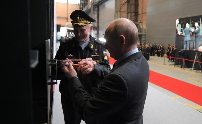Владимир Путин посетил судостроительный завод «Северная верфь»