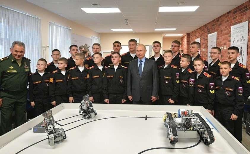 Владимир Путин посетил Санкт-Петербургское суворовское военное училище