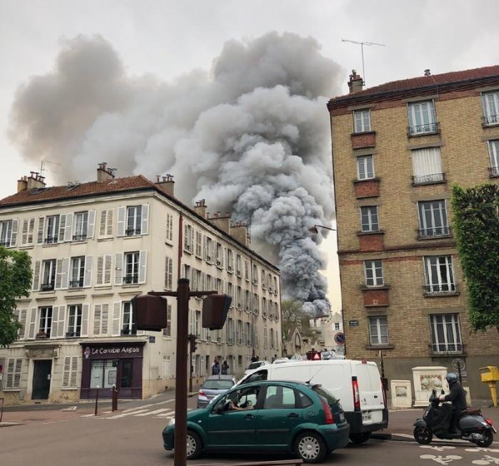Во Франции снова пожар – горит Версаль