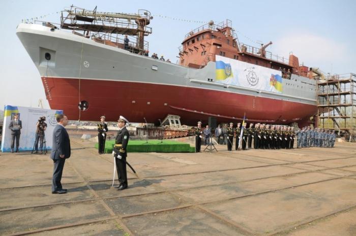 В Киеве для ВМС Украины с пафосом спустили на воду... новый рыболовный траулер