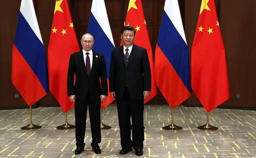 С Председателем Китайской Народной Республики Си Цзиньпином перед началом российско-китайских переговоров.
