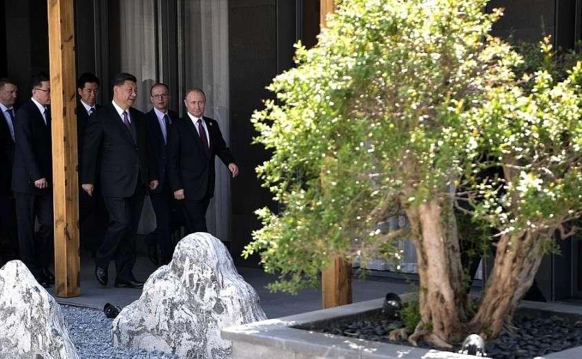 Перед началом рабочего завтрака с Председателем Китайской Народной Республики Си Цзиньпином.