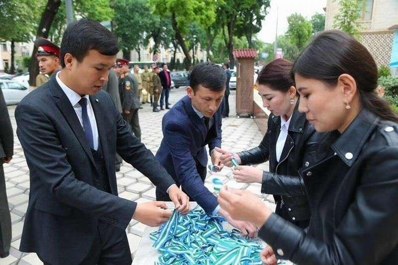 Власти Узбекистана настойчиво борются с георгиевскими ленточками