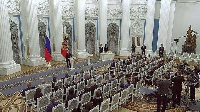 Владимир Путин вручил медали «Герой Труда» пятерым россиянам за заслуги перед государством и народом
