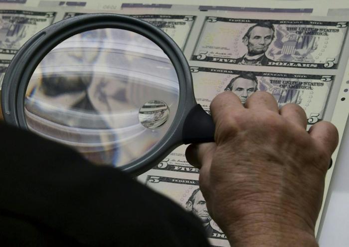 Ростовщики банкстеры заложили под мировую экономику бомбу на 243 триллиона долларов