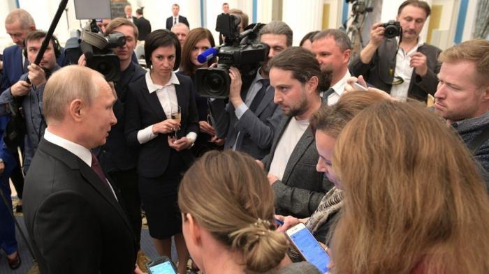 Владимир Путин поддержал идею Зеленского с паспортами и потроллил «бывшего грузина» Саакашвили