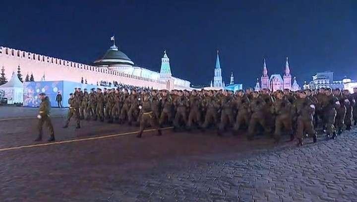 В Москве завершилась первая ночная репетиция Парада Победы