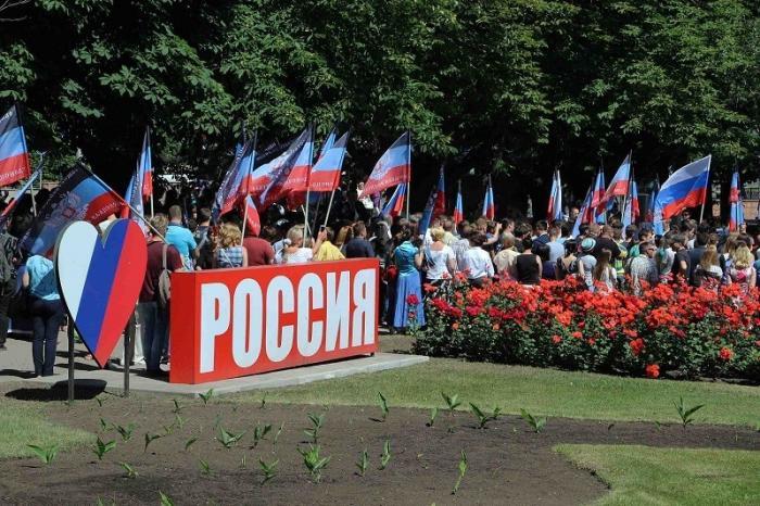 Российский паспорт вызвал в Донецке радость и ажиотаж