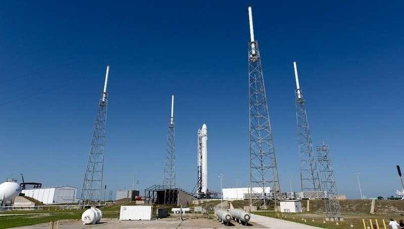 Запуск космического корабля Cargo Dragon к МКС повторно отложен из-за неполадок