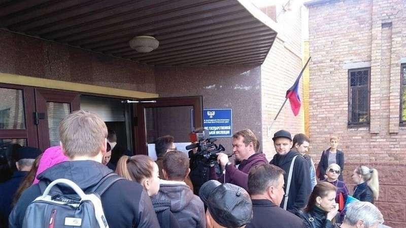 На раздачу российских паспортов в Донбассе Киев отвечает угрозами и блефом