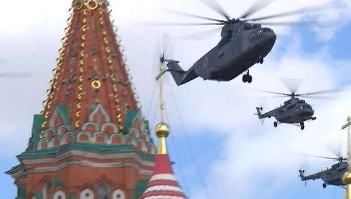 В Москве прошла первая тренировка воздушной части Парада Победы. Репортаж с кабины вертолёта