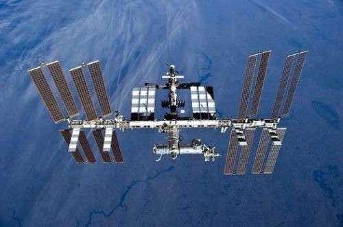 Россияне вышли в космос на расчистку МКС