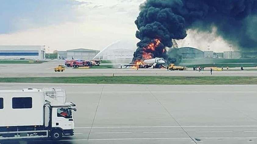 В Шереметьево пламя полностью охватило самолёт, следовавший из Москвы в Мурманск