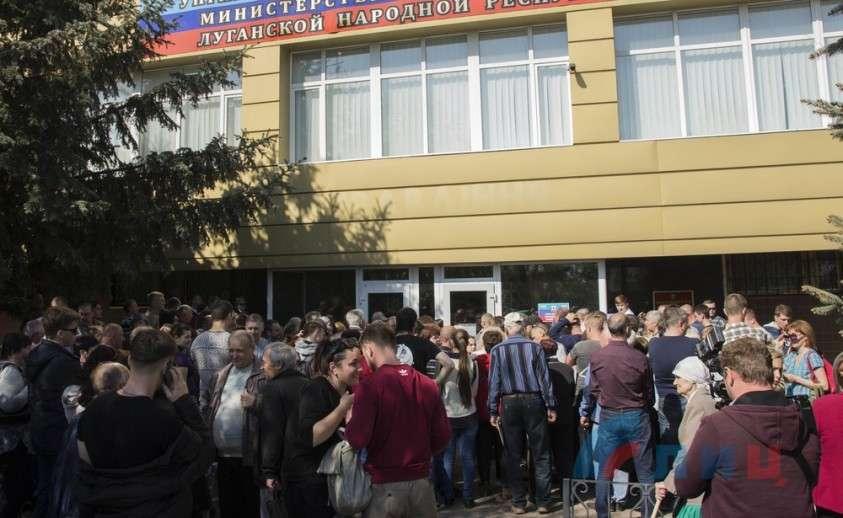 ВАЖНО: Ð' Луганске открылся пункт приёма документов на гражданство РФ (ФОТО, Ð'Ð?ДЕО)