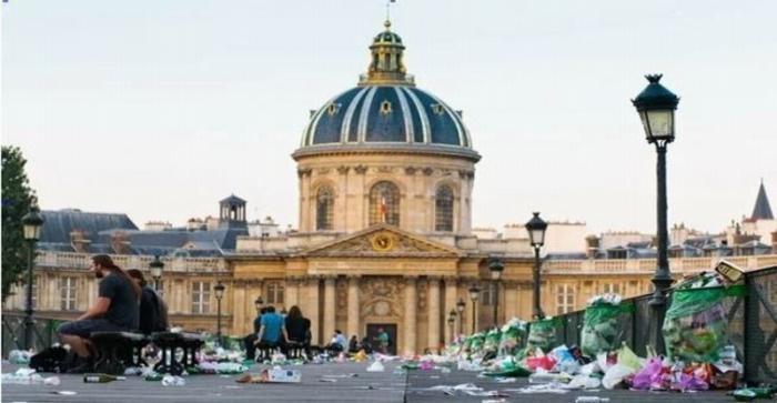 Увидеть Париж и обалдеть: бомжи, арабы, грязь, трафик и мотоциклисты