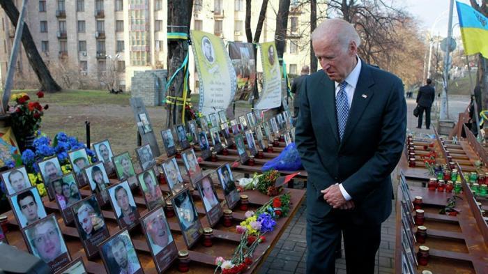 Скандал вокруг Украины затягивает петлю на шее главного противника Трампа